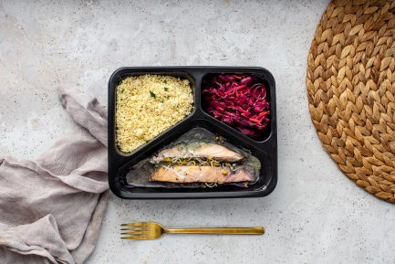 Danie diety premium - Halibut pieczony w ziołach na risotto z zielonym groszkiem i shitake